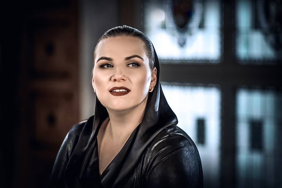 Daininkė Rasa Doniela